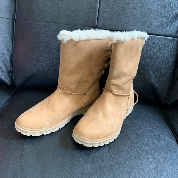 Shoes - Tan snow boot